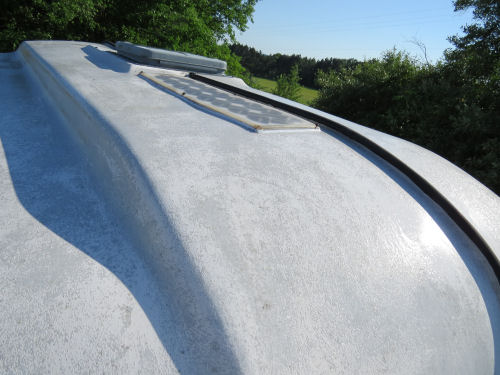 clean trailer roof