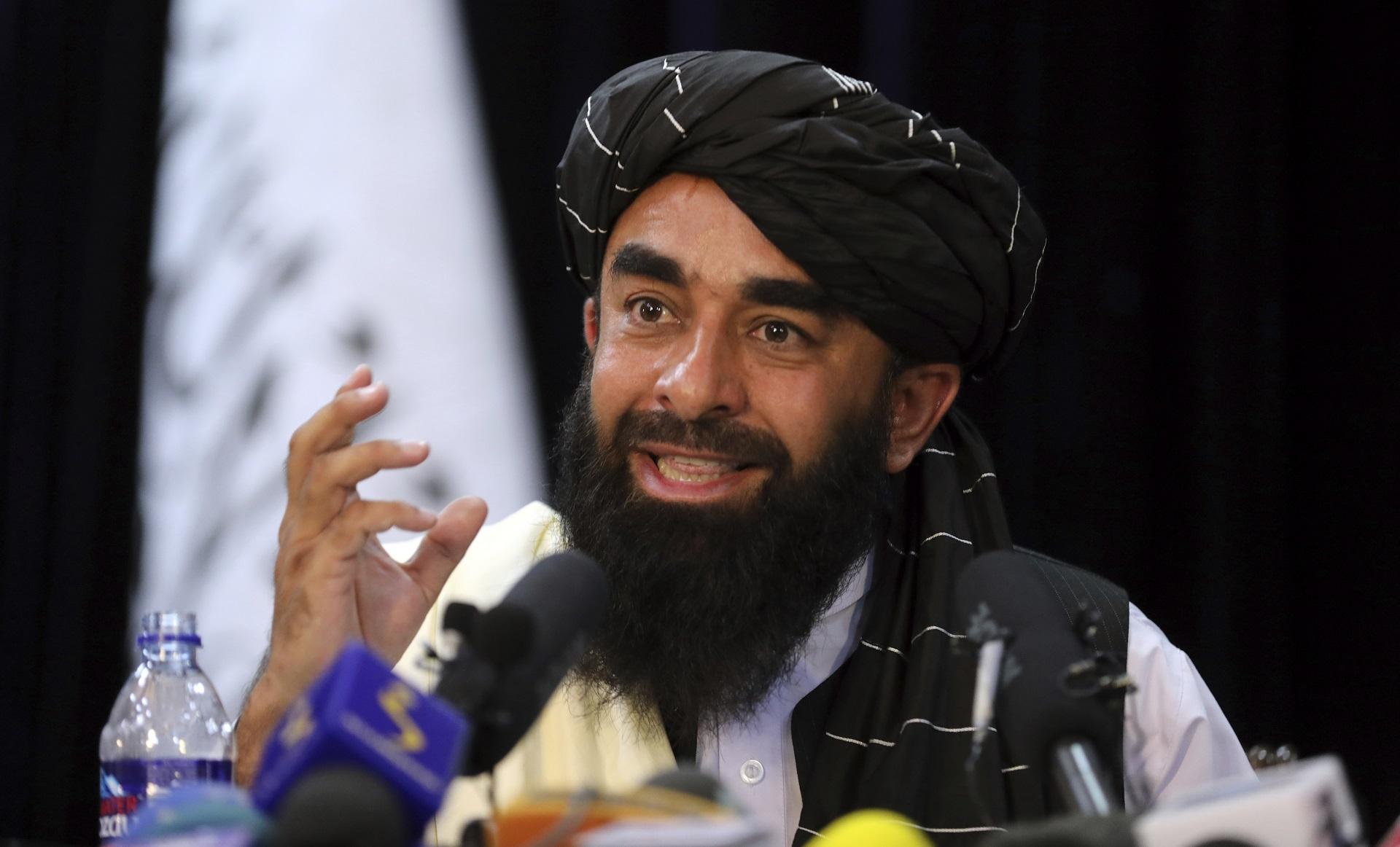 """Los talibanes afirmaron que respetarán los derechos de las mujeres afganas, pero """"dentro de la ley islámica"""""""