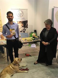 Ο Βαγγέλης με την κα Ζωή Γερουλάνου και σκύλο οδηγό