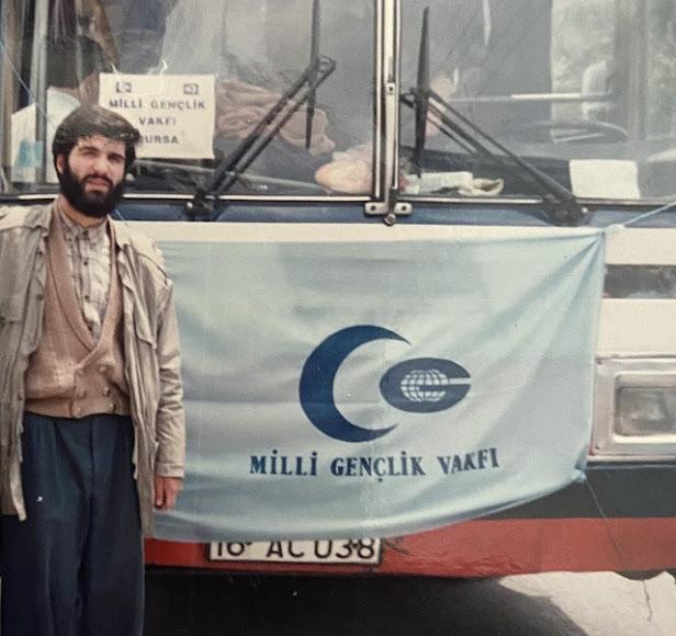 Osman Nuri Kabaktepe gençlik yıllarında milli gençlik vakfı döneminden bir fotoğraf