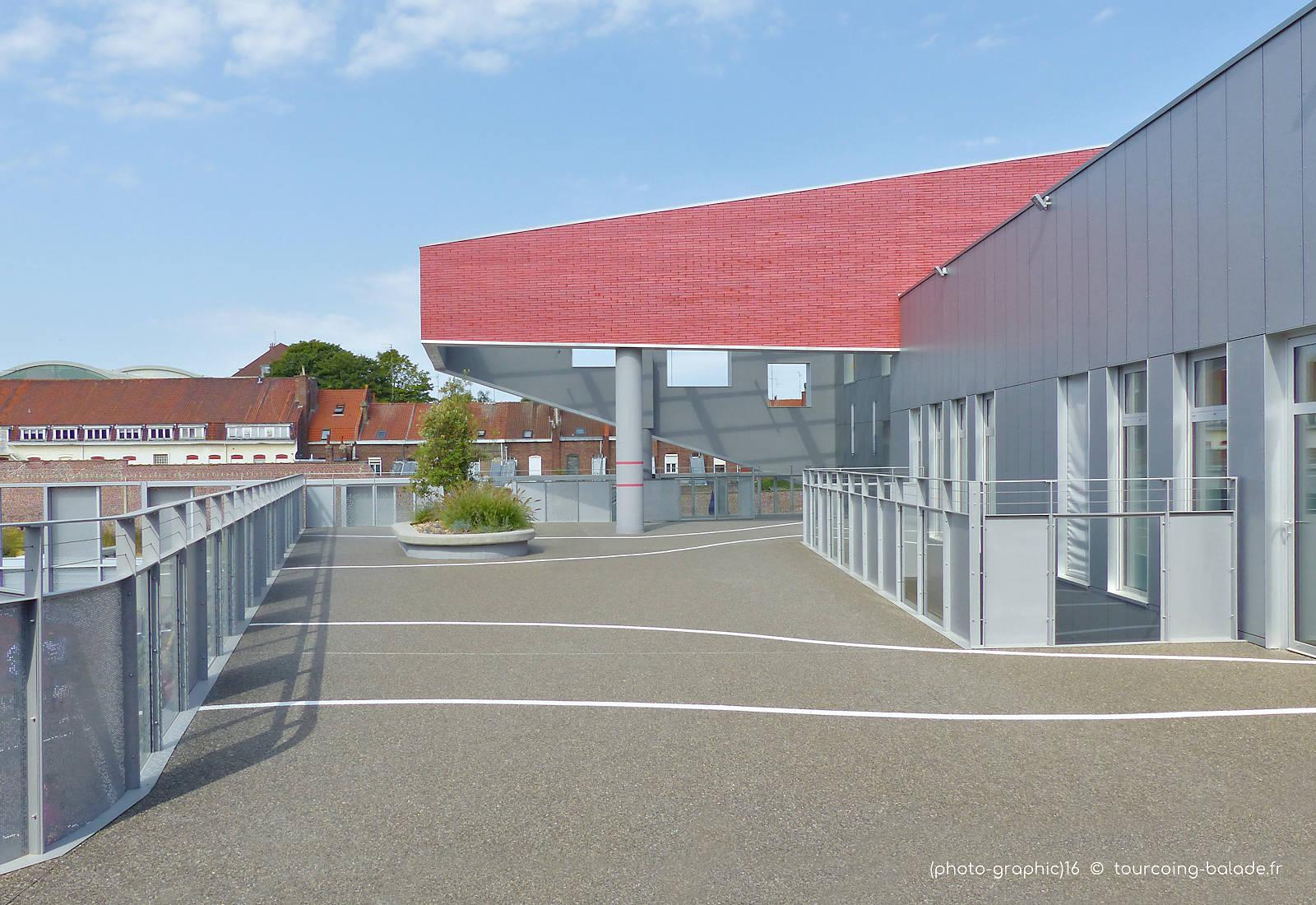 École Charles de Gaulle, Tourcoing - Cour de Récréation