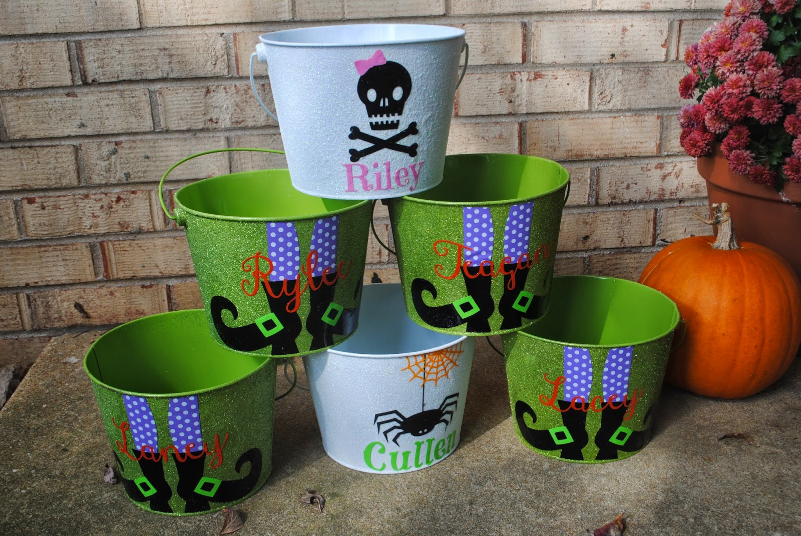 DIY, do it yourself, halloween, buckets, cheap, 15 minute, Silhouette tutorial, Silhouette Studio