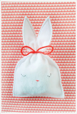 http://mermag.blogspot.com.es/2012/03/easy-bunny-candy-pouch.html