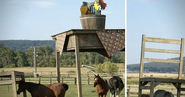 jocundist giant table and chairs as an unconventional