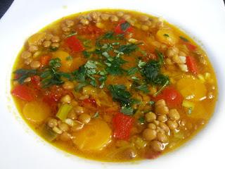 Receta de lentejas guisadas con verduras.