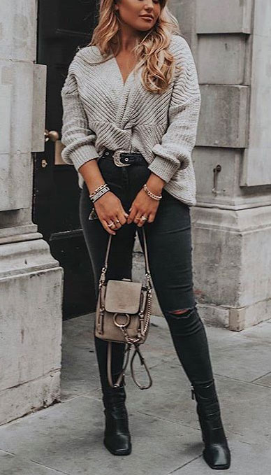 Fall in love this winter season with these cozy sweater outfits. Winter Fashion via higiggle.com | grey sweater in knit | #sweater #fashion #knit