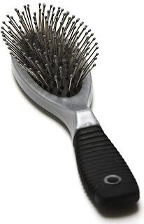 Os cabelos devem ser penteados antes durante ou depois do banho?