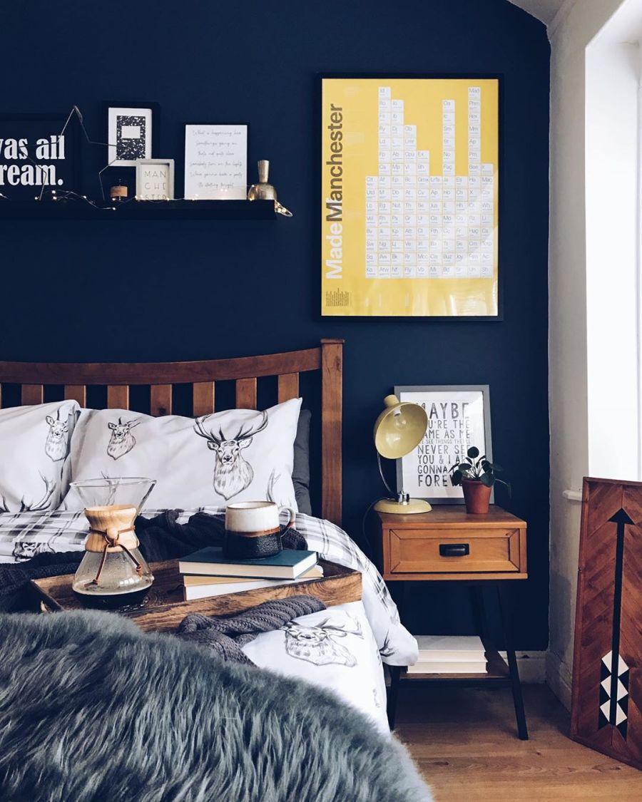 Przytulne mieszkanie urządzone w myśl filozofii hygge, wystrój wnętrz, wnętrza, urządzanie domu, dekoracje wnętrz, aranżacja wnętrz, inspiracje wnętrz,interior design , dom i wnętrze, aranżacja mieszkania, modne wnętrza, hygge, styl skandynawski, Scandinavian style, sypialnia, pościel, łóżko, bedroom, fotel, skandynawska sypialnia,