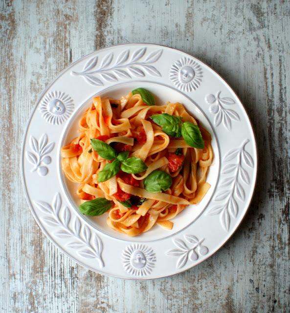 makaron,wrzodziejące zapalenie jelita grubego,WZJG,mięso duszone w pomidorach,piersi z kurczaka,prosty obiad,dietetyczny obiad,wloskie danie,
