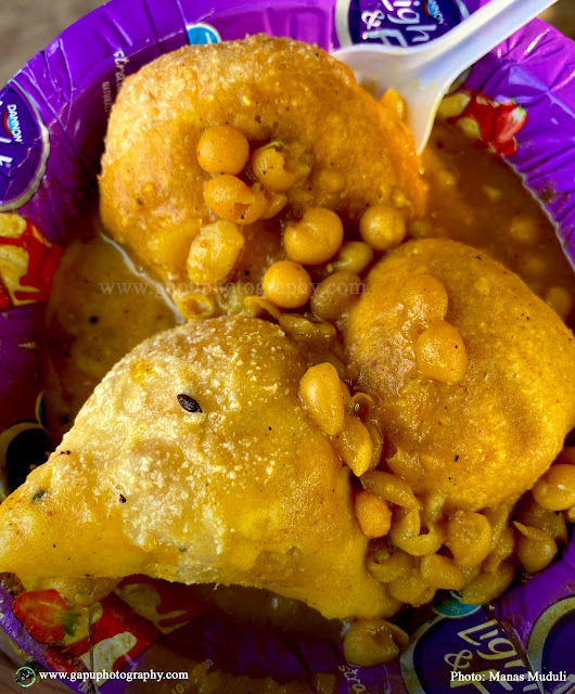 Vada, Samosa, and Ghuguni with Chutney at Anna South Indian Sweets & Tiffin Center, Bhubaneswar