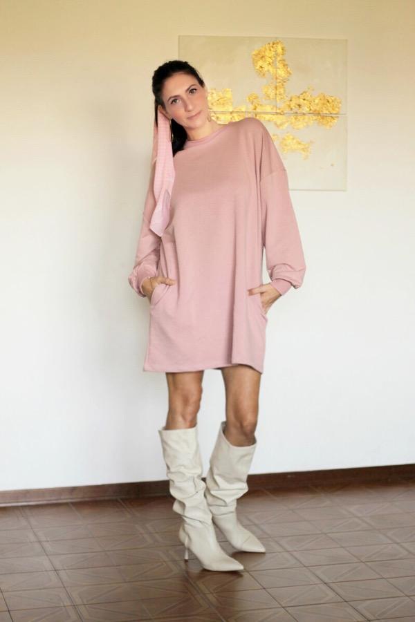 moda, yoga, mudra, mudra fior di loto, pink, abito in felpa, stivali bianchi, fashionblogger italiana, influenceritaliana, benessere, pink dress, come abbinare un abito rosa, come abbinare degli stivali bianchi, abito per stare in casa, fior di loto