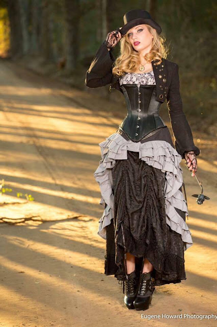 Steampunk Clothing Guide: Layer skirts to create a new steampunk outfit. Fashion inspiration guide.