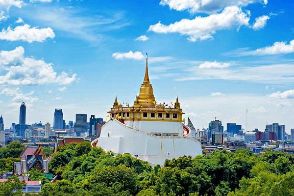 Wat Saket nằm trên đồi Núi Vàng