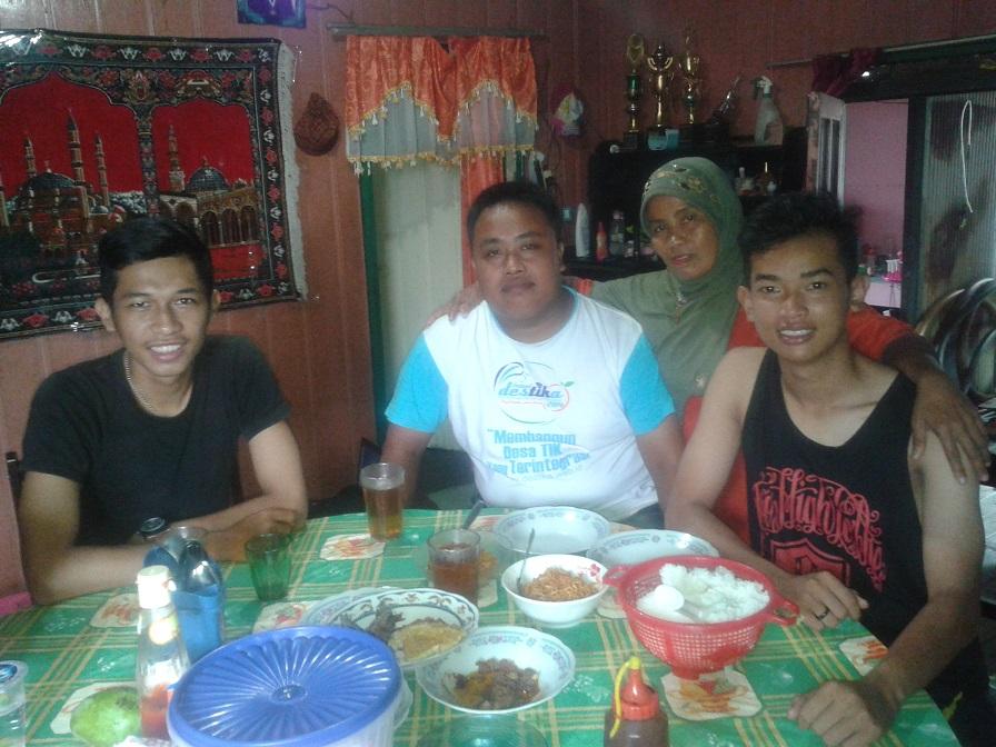 Bersama Ibu Angkatku di Kalimantan Selatan dan Pendamping BPAP