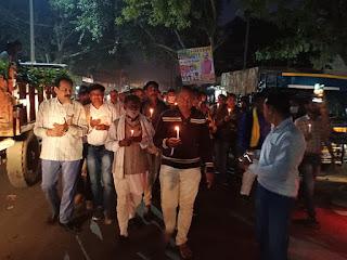 कांग्रेस कार्यकर्ताओं द्वारा कृषि कानून के विरोध में कैंडल मार्च निकाला गया