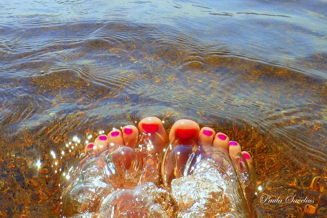 Varpaat vedessä