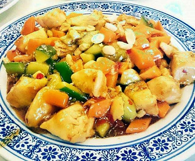 Kurczak w sosie sojowym z warzywami i orzeszkami Rico's kitchen Made in china