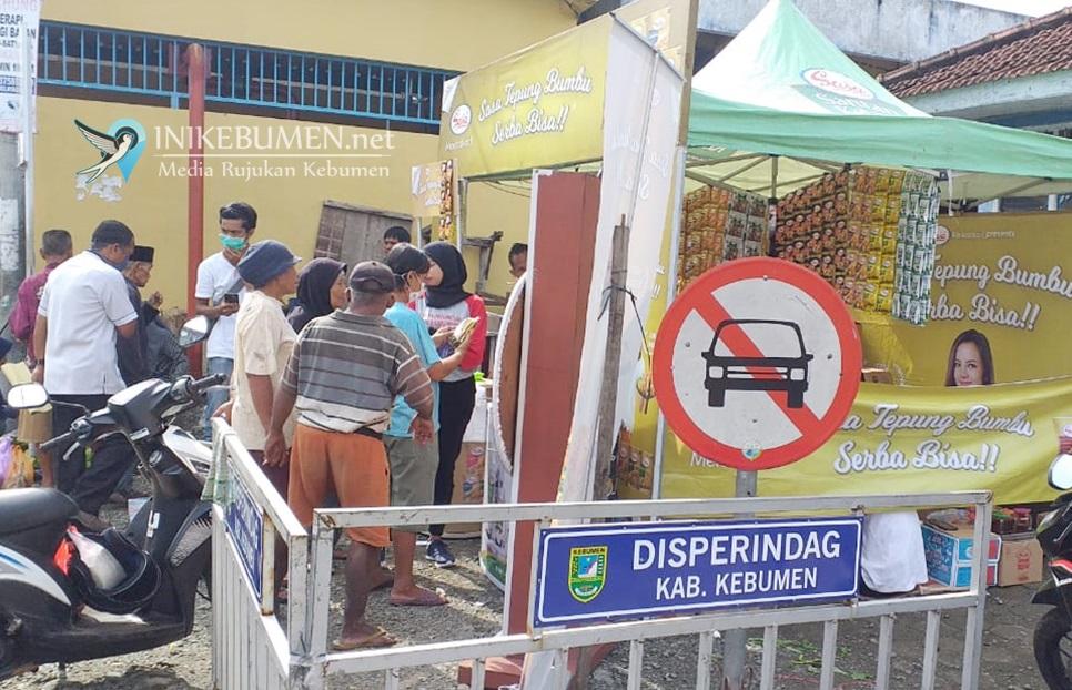 Gelar Grebek Pasar di Tengah Wabah Corona, Stand Promo Tepung Dibubarkan Polisi