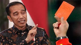 Priiittt! Jokowi Dapat Kartu Merah dari Mahasiswa Almamater Kuning