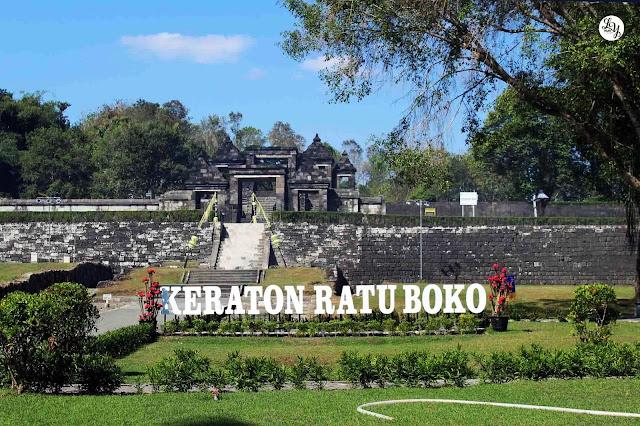 Panduan Lengkap Wisata Candi Ratu Boko, Yogyakarta - Foto, Sejarah, Lokasi, Harga dan Fasilitas - Halaman Depan Kompleks Candi Ratu Boko, Yogyakarta