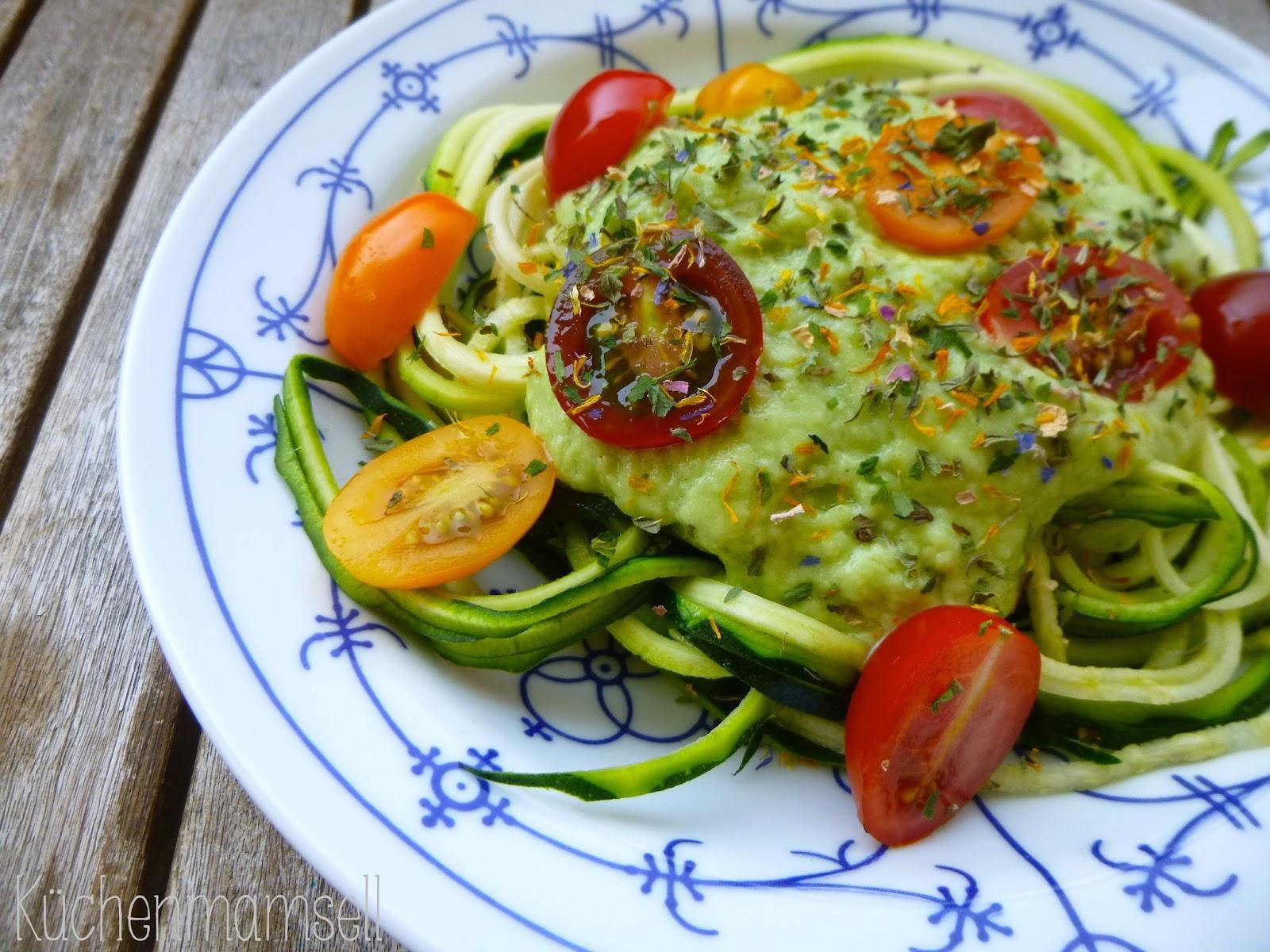 k chenmamsell lesen und essen zucchinetti mit avocadocreme alla patrick bolk. Black Bedroom Furniture Sets. Home Design Ideas