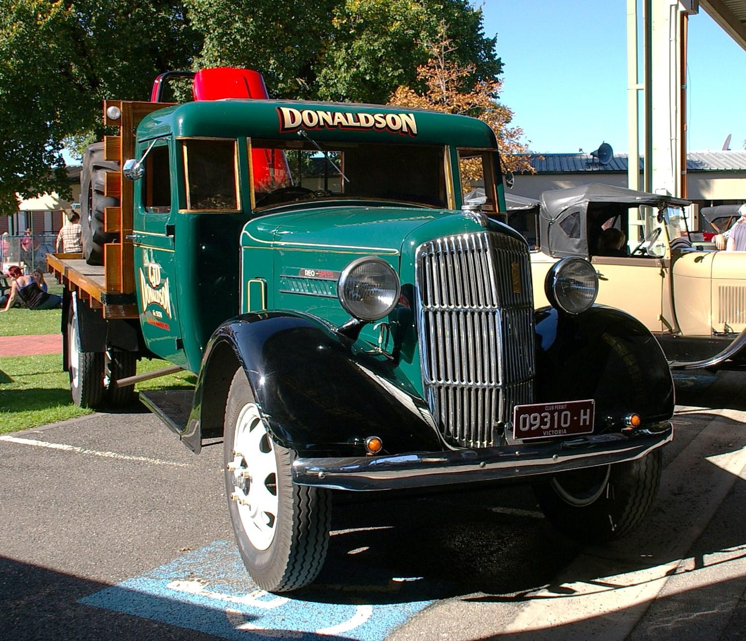 Historic Trucks: Federation Picnic At Pakenham 2012