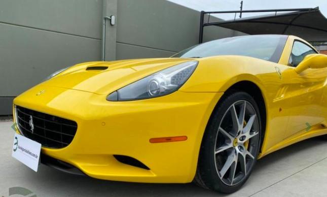 Justiça vai leiloar leiloar Ferrari de R$ 659 mil apreendida em operação da PF