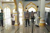 Satbrimob Kompi 4 Batalyon A Disinfektan Masjid