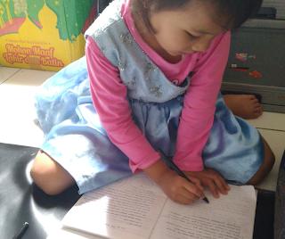 Menggambar, kegiatan belajar yang disukai anak di rumah
