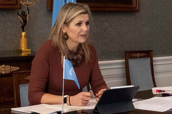 Queen Maxima wore a maroon wool crape midi dress from Natan. Queen Maxima had worn that dress first in 2019. Natan wool crape dress