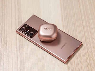 samsung-galaxy-s21-with-Galaxy-Buds-Beyond