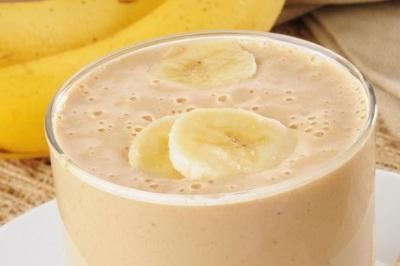 6. Smoothie pelangsing perut. Resep smoothie dari Doctor Oz ini disebut Blot-Busting Banana Smoothie karena kaya akan probiotik, protein, dan serat yang efektif melangsingkan perut. Bahan-bahan dari smoothie ini adalah pisang, kurma, susu almond, dan yogurt.