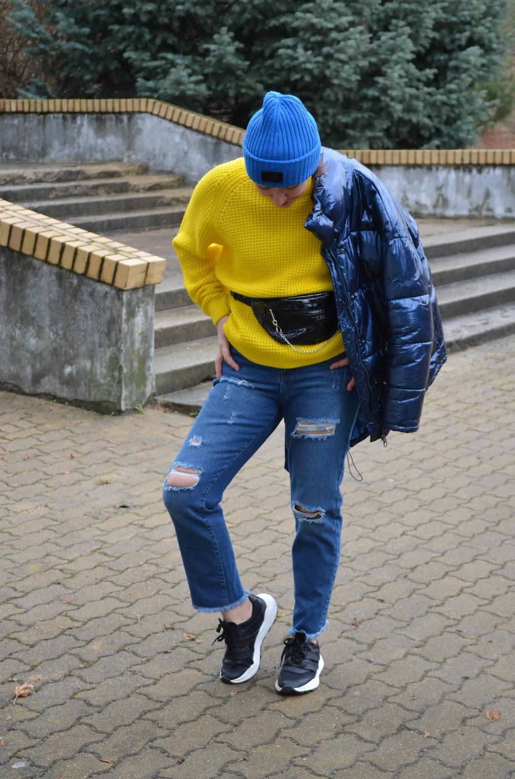 Adriana Style Blog, www.adriana-style.com, Winter Fashion, blog modowy Puławy, Femme Luxe Finery Mom Jeans, Mom Jeans, Zimowa Stylizacja, Zara Jacket, Zara Trainers, 4F Hat, Vibrant Colours, Cropp Sweater