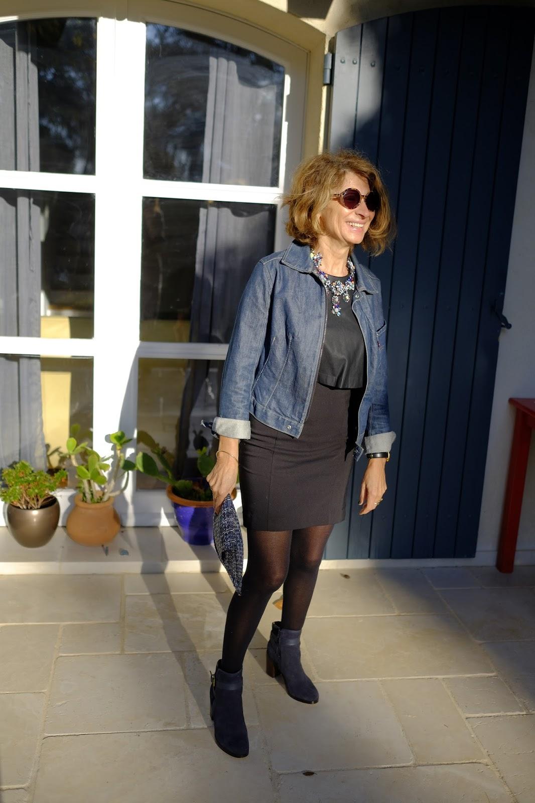 Robe noire et jean