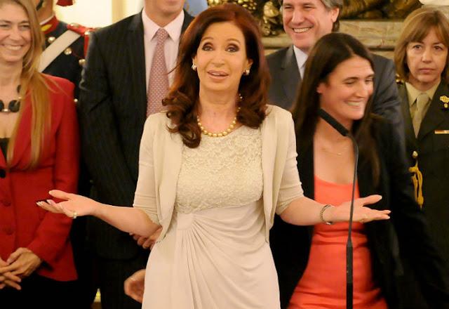 Resultado de imagen de Cristina con sus mucamas