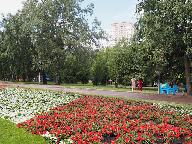 Новосибирск, Нарымский сквер – цветы (Novosibirsk, Narymsky square – flowers)