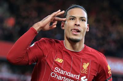"""Liverpool giữ """"siêu hậu vệ"""" Van Dijk với mức lương kỷ lục, vượt cả Salah 2"""