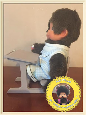 Pupitre d'écolier en bois réalisé main pour Kiki ou Monchhichi