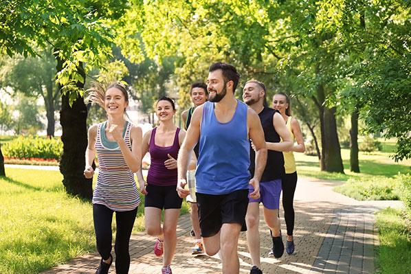 ممارسة الرياضة الجري المشي