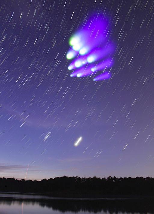 Nuvens brilhantes - foguete - experiencia da NASA