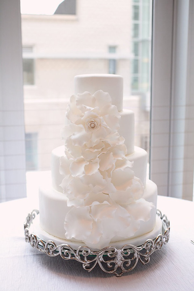 white flowers on wedding cake all white wedding cakes the magazine 27281