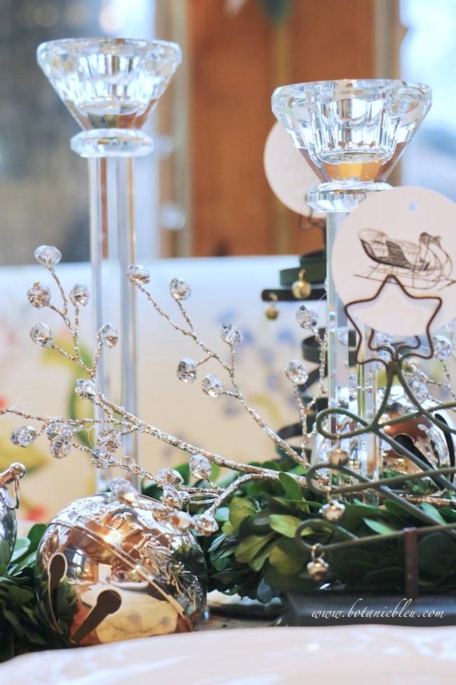 christmas-sleigh-bell-tablesetting-crystal-spray