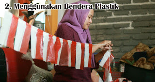 Menggunakan Bendera Plastik merupakan salah satu ide dekorasi 17an unik yang mudah dibuat