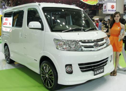 Mobil Daihatsu Luxio Tulungagung