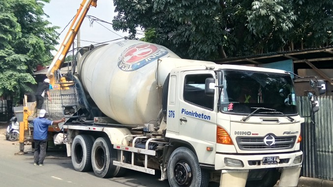 https://res.cloudinary.com/daydapk4h/image/upload/v1517465878/beton-cor-ready-mix-bandung_xlsnxk.jpg