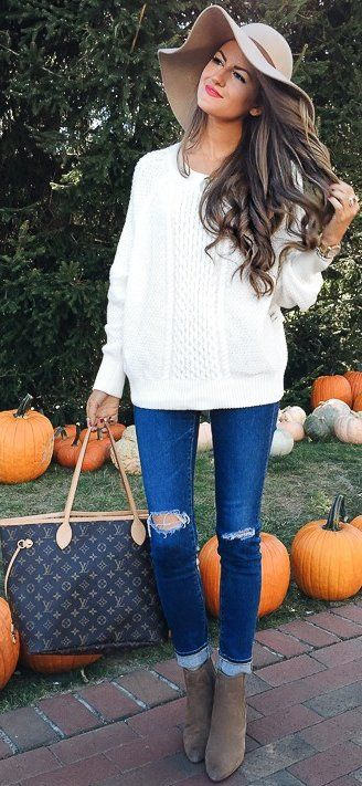 how to style ripped jeans : hat + white sweater + bag + boots