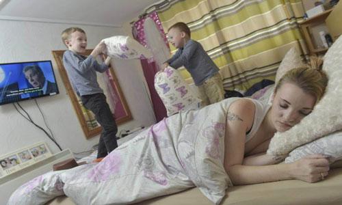 ibu ini lahirkan anaknya dalam keadaan tidur