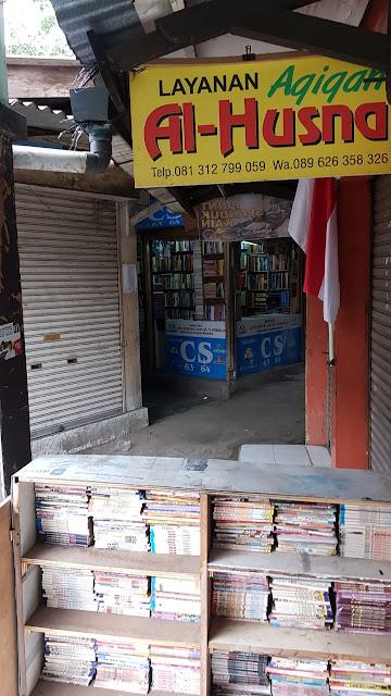 Suasana toko buku bekas di Palasari Bandung