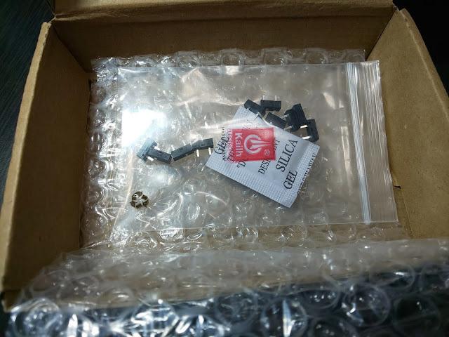 AliExpressから届いた部品と梱包。