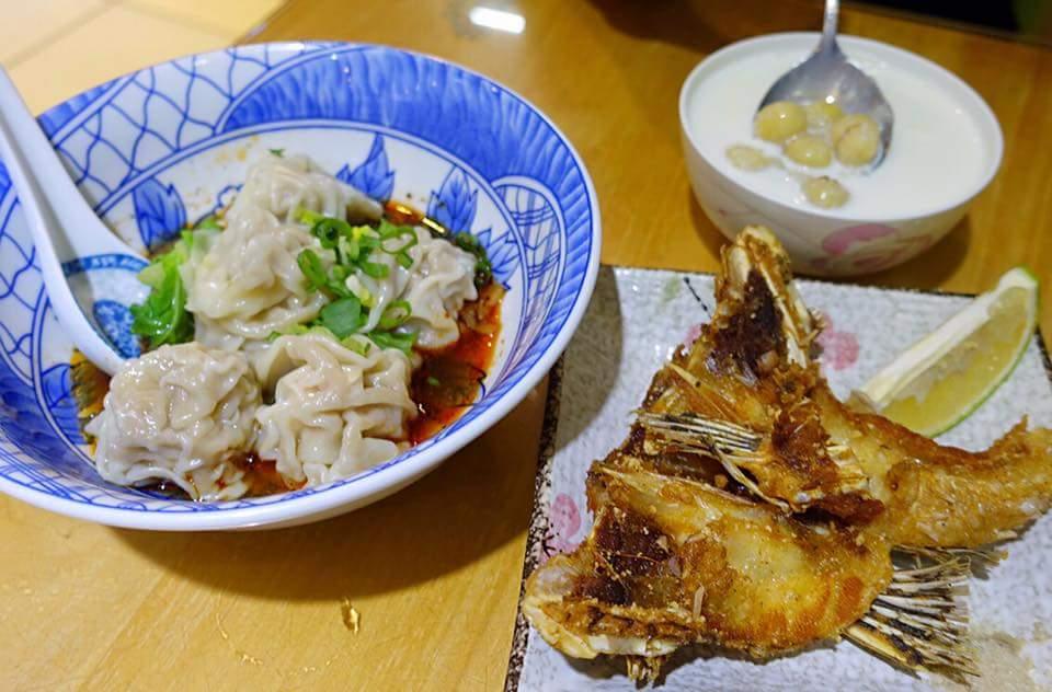雲林北港《聖林餐飲店》點了愛吃的炸魚下巴、鮮奶蓮子湯,以及鮮蝦餛飩抄手!